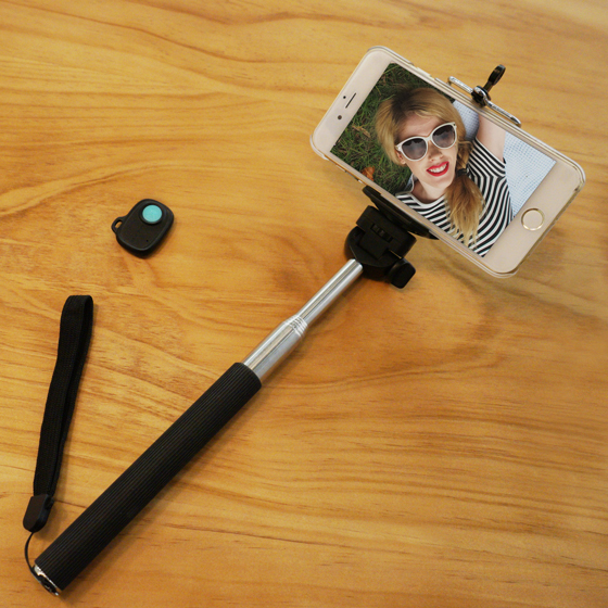 selfie pack selfie stick bluetooth remote shutter custom cases iphone 5s iphone 5c. Black Bedroom Furniture Sets. Home Design Ideas